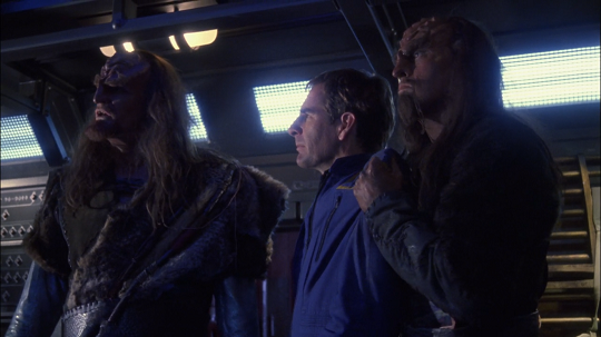 Star Trek Enterprise 2×25 – Bounty