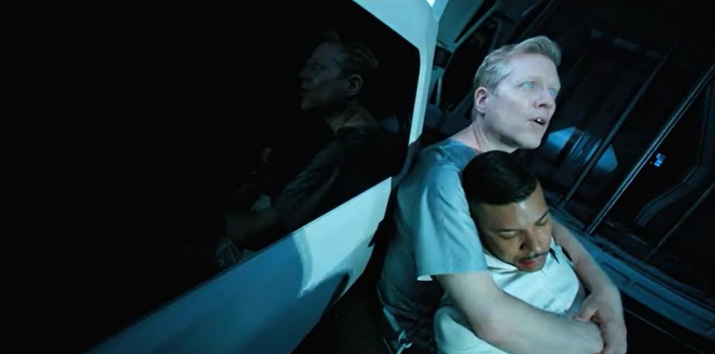Paul Stamets holds the corpse of Hugh Culber in Star Trek Discovery's The Wolf Inside